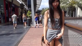 Littlesubgirl - Flash In Crowded Mall And Squirt In Public